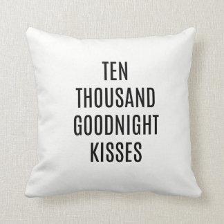 Zehntausend küsst gute Nacht Wurfs-Kissen Kissen