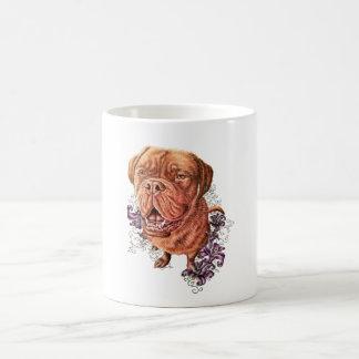 Zeichnen der Brownmastiff-Hundekunst und -lilien Kaffeetasse