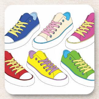 Zeichnende Turnschuhe, bunte laufende Schuhe Getränkeuntersetzer
