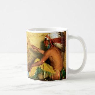 Zeigen mit Stolz auf seine Aufzeichnung Kaffeetasse