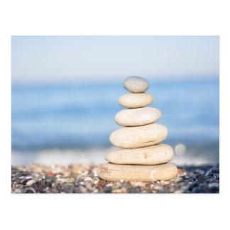 Zen entsteint ruhigen Stapel der Seeozeansommer-Ha Postkarte