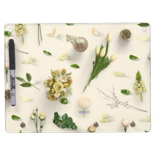 Zerstreutes Blumen-Gelb Trockenlöschtafel Mit Schlüsselanhängern