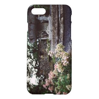 Ziergarten, Rosen und ein Brunnen iPhone 8/7 Hülle