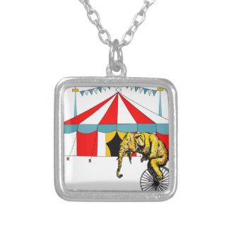 Zirkus-Erinnerungsstücke zum Gedenken an Versilberte Kette