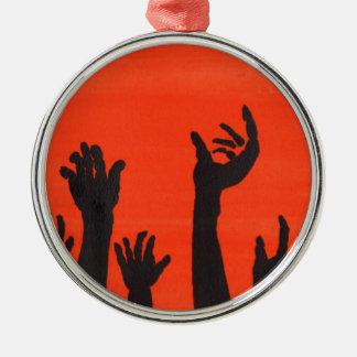 Zombie übergibt Orange Rundes Silberfarbenes Ornament