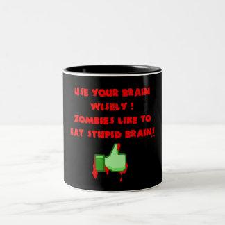 Zombies mögen dumme Gehirne Zweifarbige Tasse
