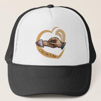 Zu Hochzeits-Hut/Kappe haben und halten Truckerkappe