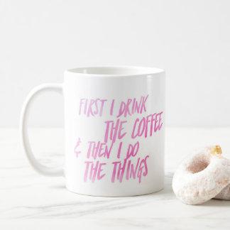 Zuerst trinke ich den Kaffee, dann, das ich die Kaffeetasse