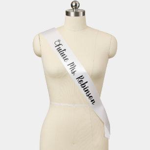 Zukunft Frau mit Ring Black & White Bride Monogram Schärpe