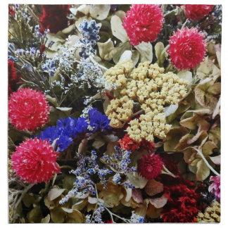Zusammenstellung der getrockneten Blumen Stoffserviette