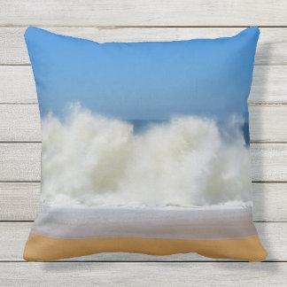 Zusammenstoßende Ozean-Wellen im Freien Kissen Für Draußen