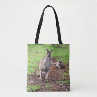 Zwei australische Kängurus, volle Tasche