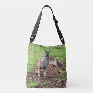 Zwei australische Kängurus, voller Tragetaschen Mit Langen Trägern