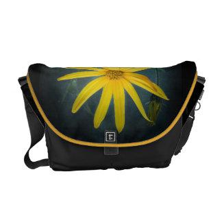 Zwei gelbe Blumen Topinambur Kurier Tasche