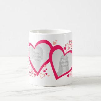 Zwei Herzen Valentine/rosarote Tasse der Hochzeits
