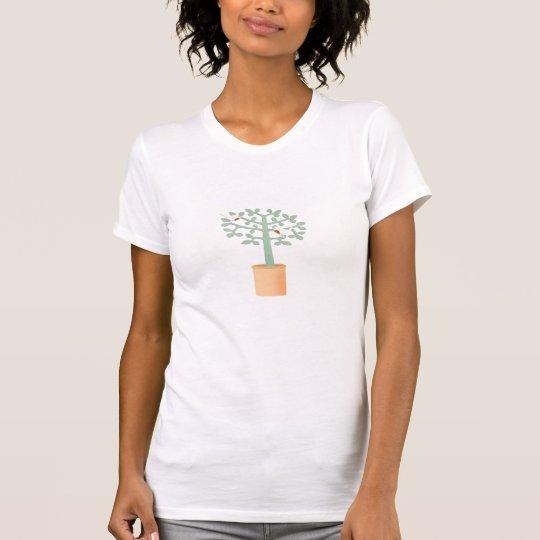 Zwei niedliche Vögel in einem Baum T-Shirt
