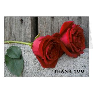 Zwei Rote Rosen u. Scheunen-Holz dankt Ihnen zu Karte