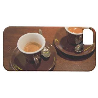zwei Schalen frisch gebrauter Espressokaffee auf a Barely There iPhone 5 Hülle