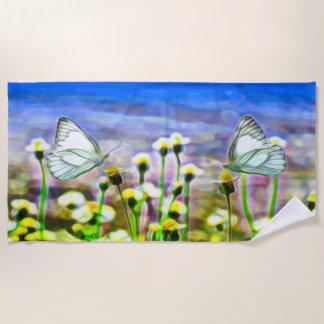 Zwei weiße Schmetterlinge in einer gelben Strandtuch