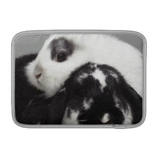 Zwerg-ohriges Kaninchen, das über mit Hängeohren s MacBook Sleeves