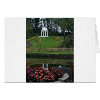 Zypresse arbeitet fl.jpg im Garten Karte