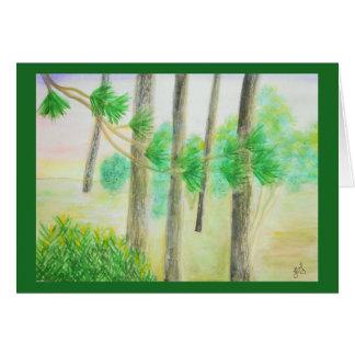 Zypresse-Bäume im nebeligen Karte